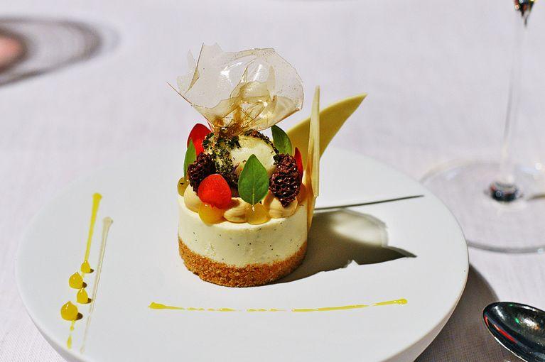 Ein Kulinarischer Wolf Im Schafspelz Ist Das Erste Dessert: Cheesecake Mit  Buchweizen, Grünem Tee Und Amalfi Zitrone. Was Wie Ein Harmloses, Etwas  Mächtiges ...